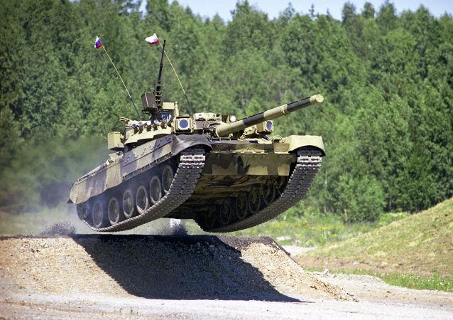 T-80 je první na světě sériový tank s jedinou plynovou turbínou, který předčí nejdokonalejší světové analogy