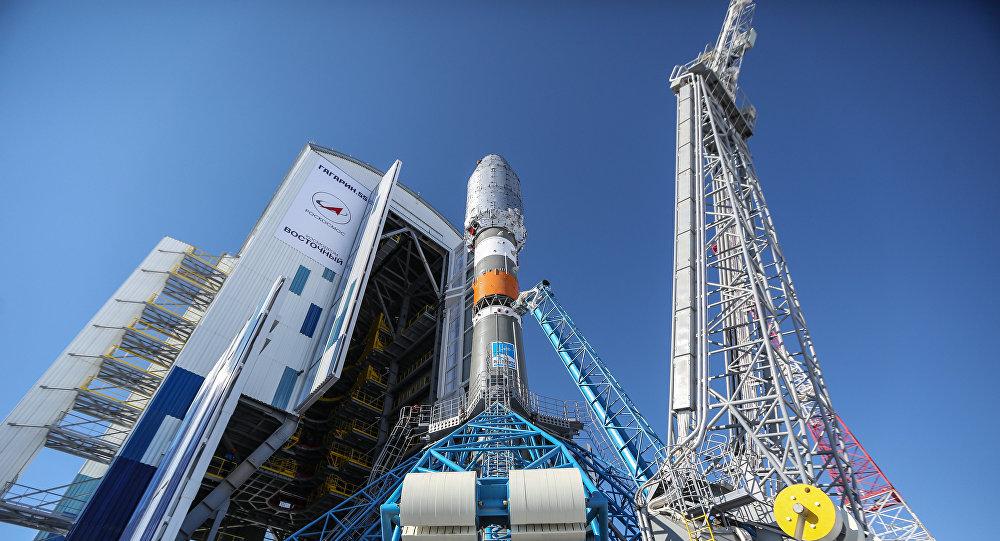 Raketa Sojuz-2.1a na kosmodromu Vostočnyj