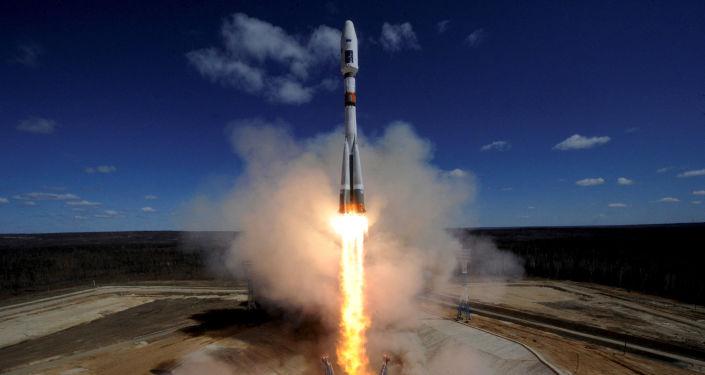 Start nosné rakety Sojuz-2.1a z kosmodromu Vostočnyj