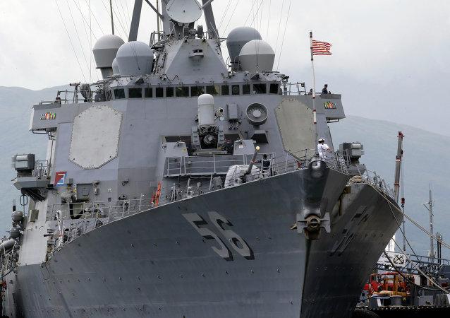 Americký torpédoborec John McCain