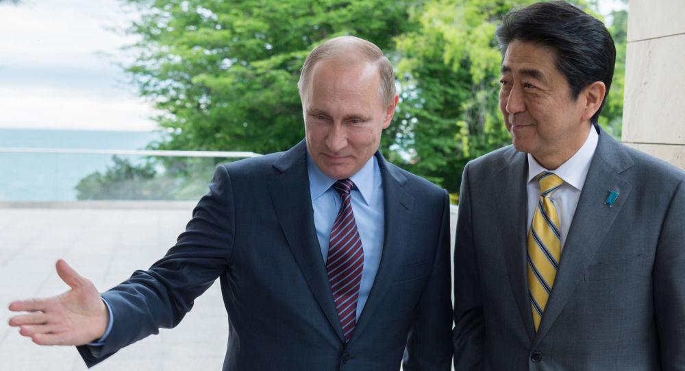 Ruský prezident Vladimír Putin a japonský premiér Šinzó Abe