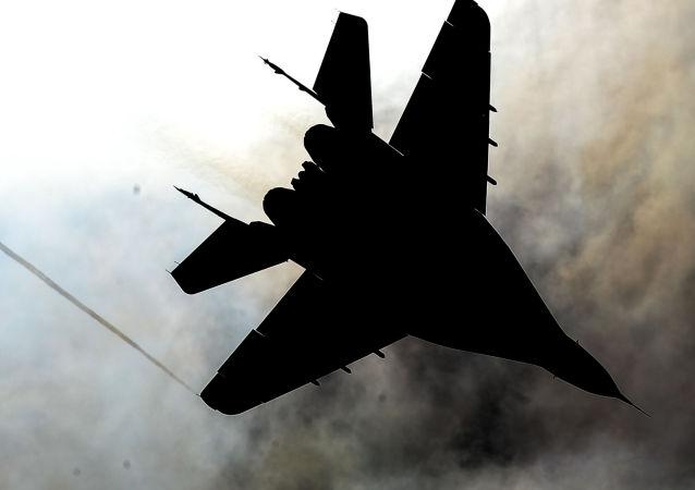 Stíhačka MiG-29 akrobatické skupiny Striži na vojenském letišti Kubinka