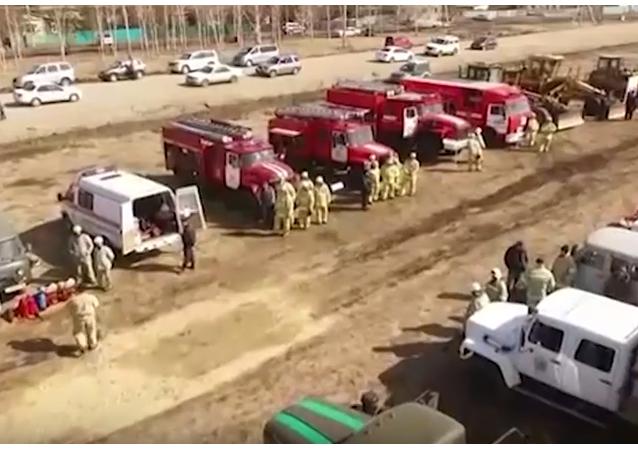 Hasiči v akci: ruské povodňové a požární pomocné cvičení. VIDEO