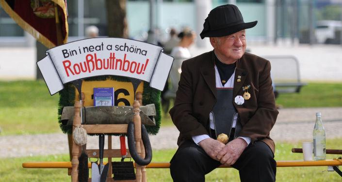 Muž v národním kroji sudetských Němců