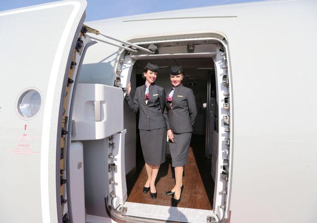 Dívky z letecké společnosti Qatar Airways