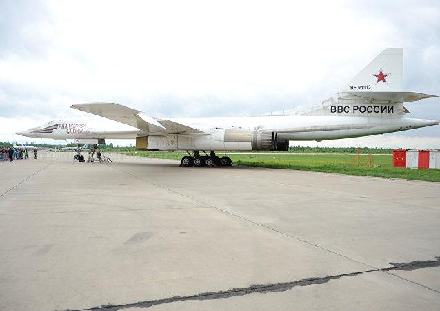 Dálkový strategický bombardér Tu-160