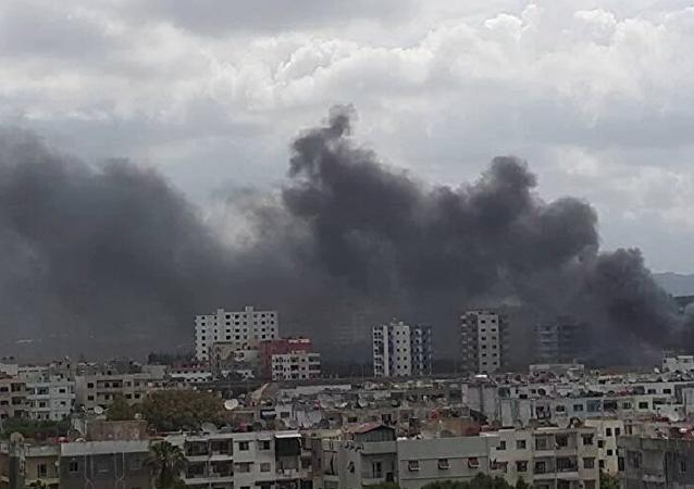 Tři exploze se ozvaly poblíž autobusové zastávky v Lázikíji
