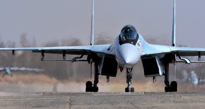 Su-35S během všeruské soutěži Aviadarts 2016