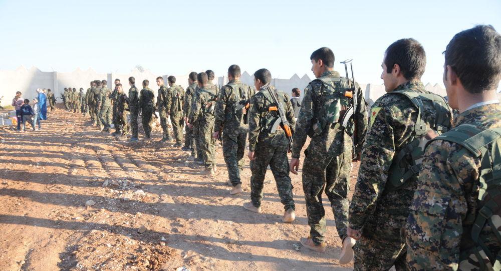 Bojovníky Demokratických sil Sýrie u města Rakka