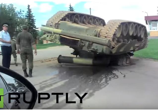 Rusko: T-80U zůstal po nehodě hlavou vzhůru