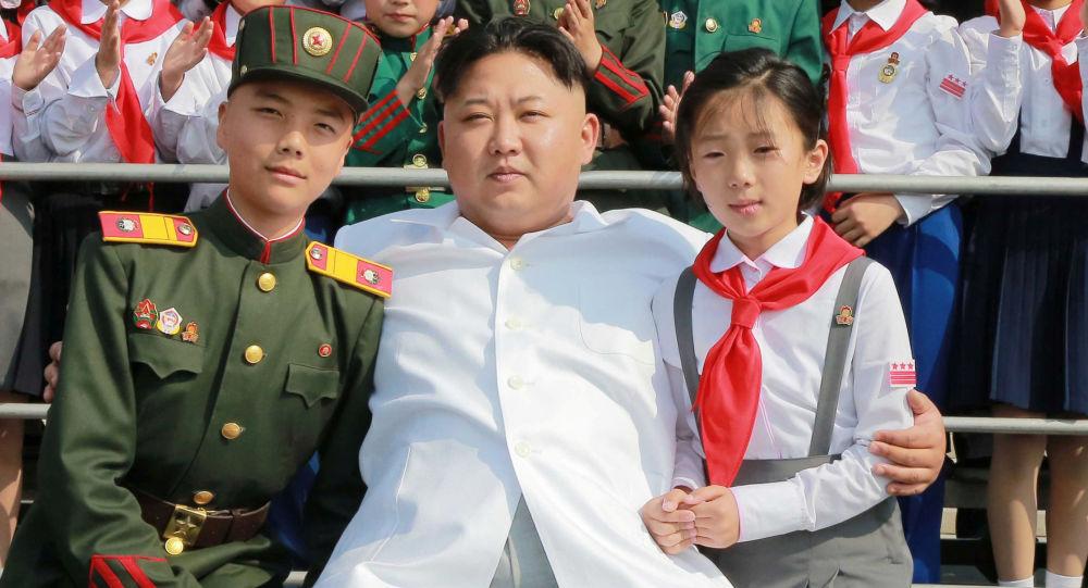 Vůdce KLDR Kim Čong-un na oslavách 70. výročí Dětského svazu v Pchjongjangu