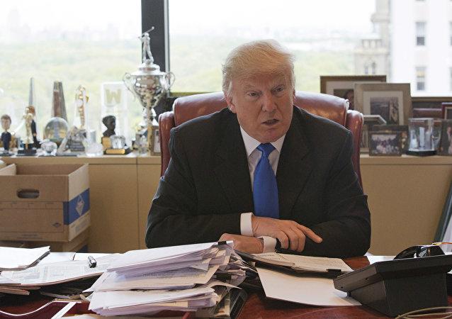 Donald Trump ve své kanceláři. Ilustrační foto