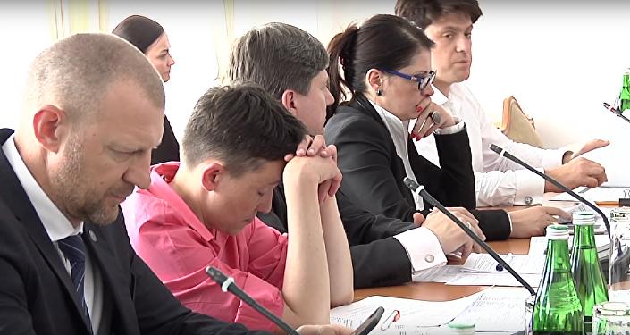 Savčenková usnula na zasedání Nejvyšší rady