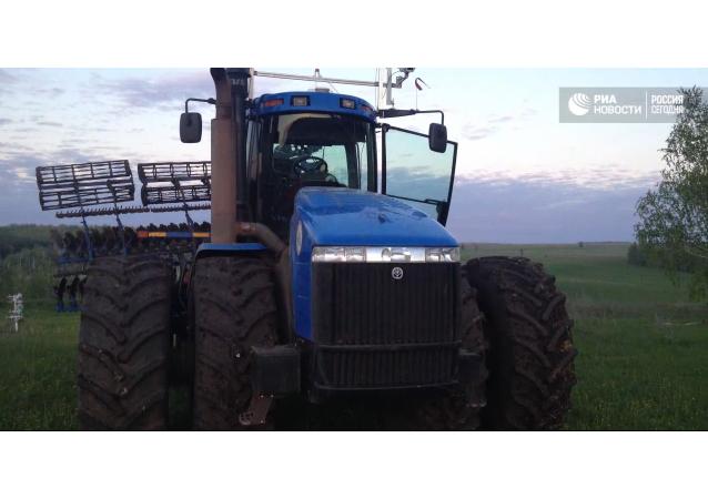 Budoucnost zemědělství: první bezpilotní traktor zavítal na pole