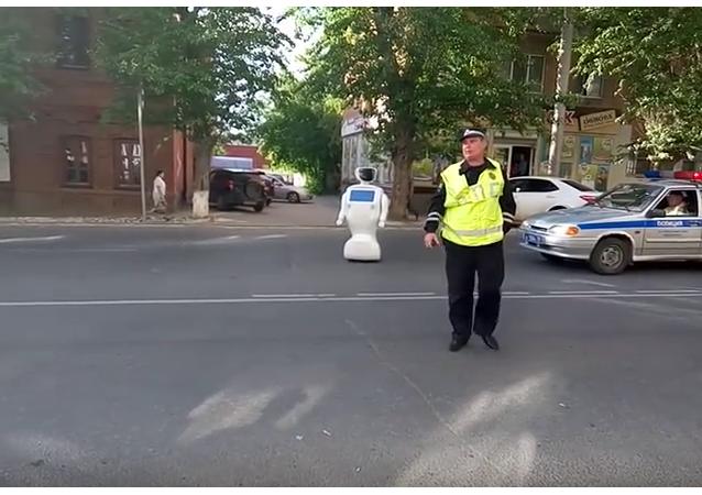 Robot zapříčinil zácpu na cestě