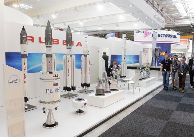 Stánek Roskosmosu na mezinárodní výstavě Paris Air Show - Le Bourget 2015