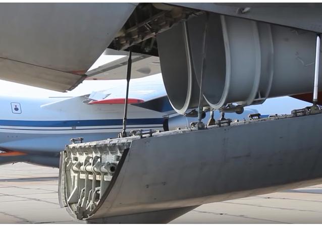 Vojenské transportní letouny Ruska pomáhají hasit lesní požáry