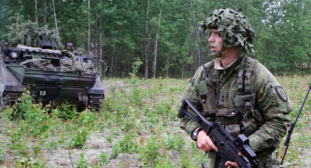 Litevský voják během cvičení NATO Saber strike
