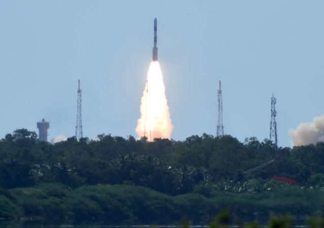 Start indické nosné rakety PSLV-C34 s 20 družici