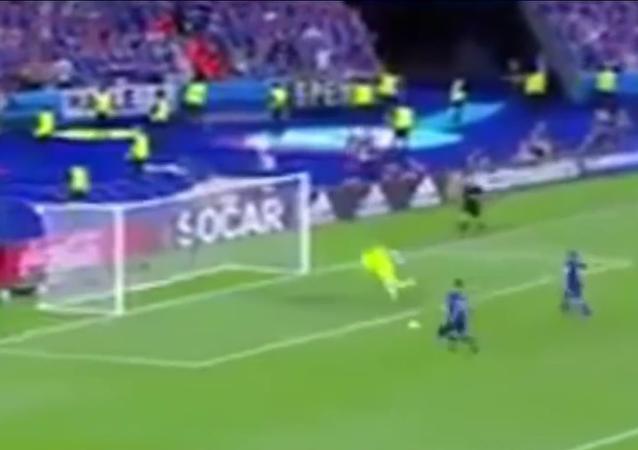 Reakce islandského komentátora na postup týmu do play-off Eura