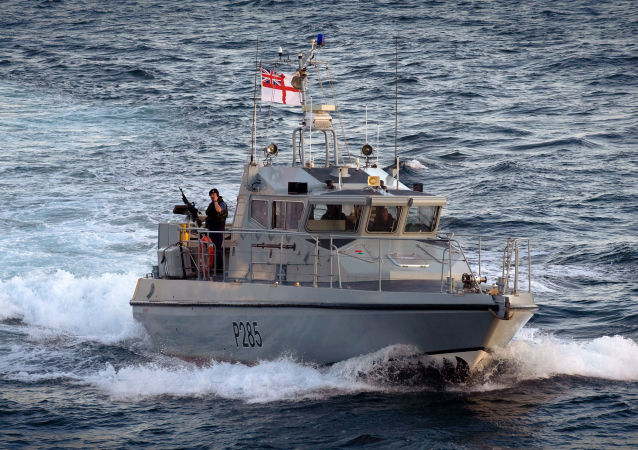 Hlídková lod´ HMS Sabre Britské flotily v Gibraltaru
