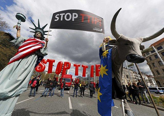 Mítink proti TTIP
