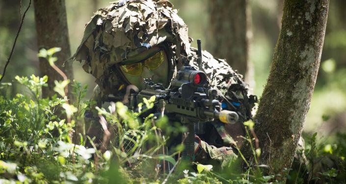 Estonský voják během cvičení