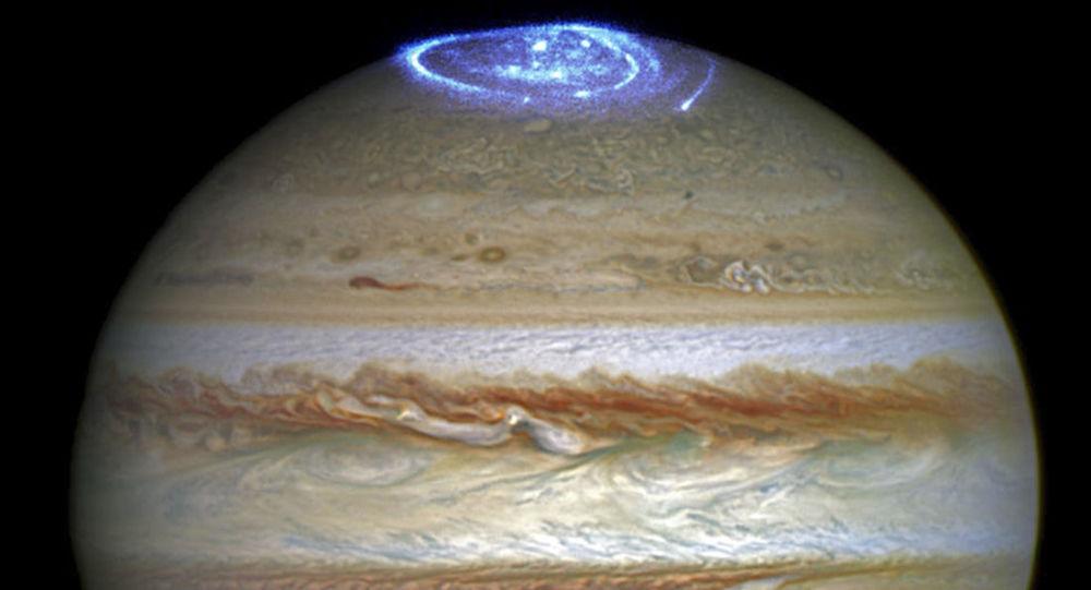 """Hubble vyfotografoval zářící """"galaxii"""" na Jupiteru"""