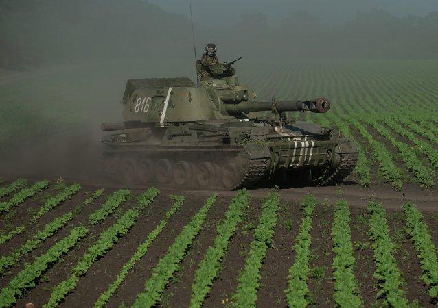 Ukrajinský voják u Doněcku