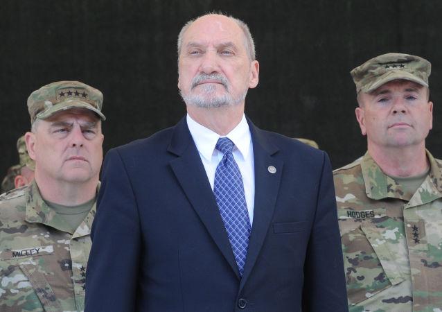 Polský ministr obrany Antoni Macierewicz