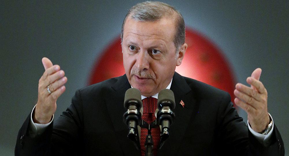 Erdogan obvinil náčelníka Ústředního velení USA z podpory vzbouřenců.
