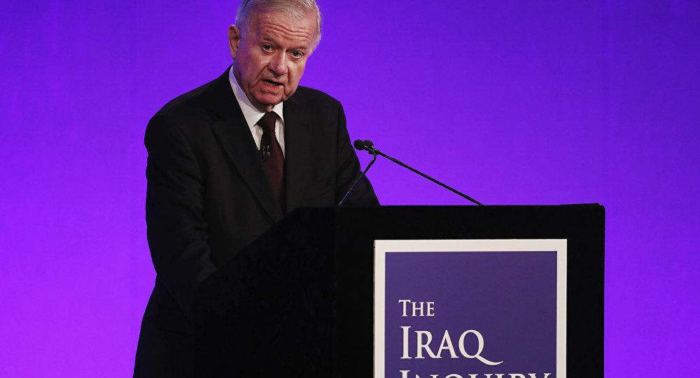 Šéf nezávislé komise vyšetřující příčiny a okolnosti vstupu britských vojsk do Iráku v roce 2003 John Chilcot