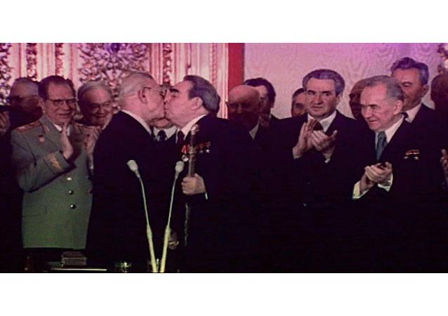 Den polibků: Jak Leonid Brežněv vítal vážené hosty