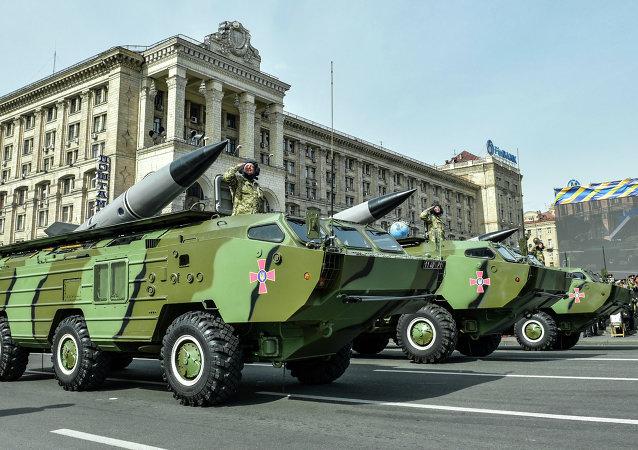 Raketové komplexy 9K79 Točka-U na přehlídce v Kyjevě
