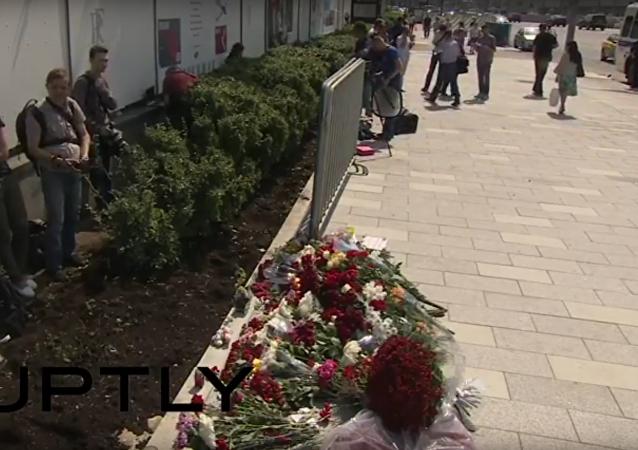 Moskva truchlí: květiny na památku obětí v Nice