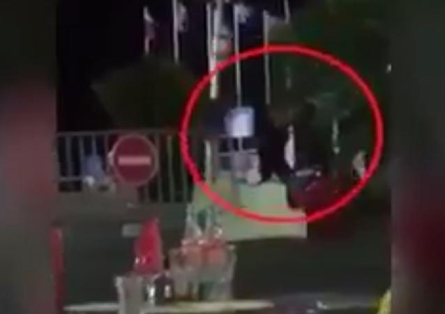 Na internetu se objevilo video likvidace teroristy v Nice