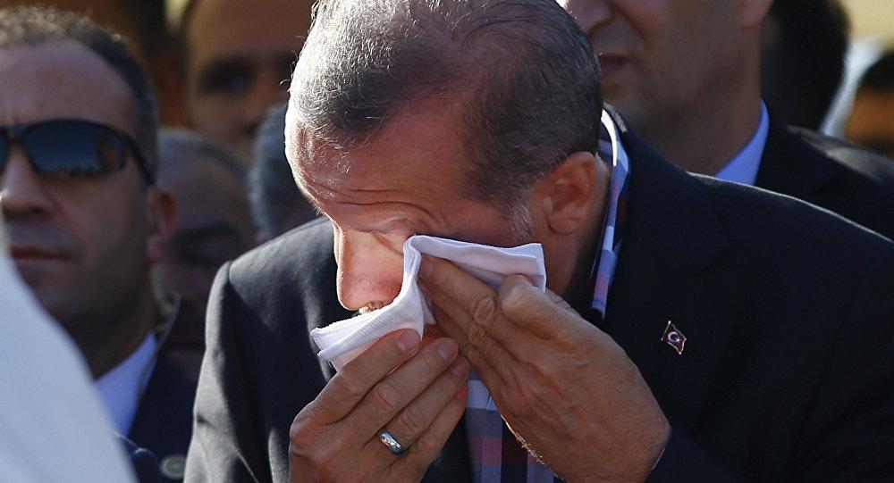 Recep Tayyip Erdogan na pohřbu svého blízkého přítele