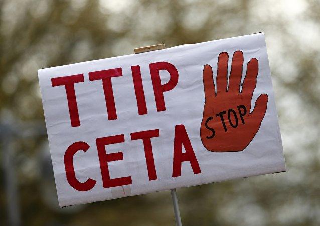 Banner proti TTIP a CETA