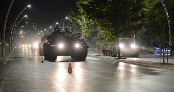 Turecké tanky v noci převratu v Ankaře