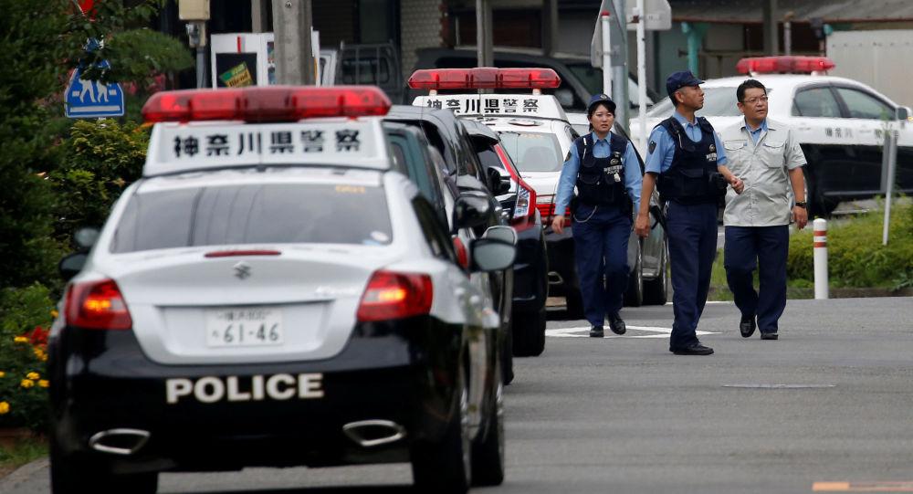 Policisté na místě útoku v Japonsku