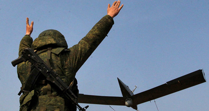 Ruský voják a bezpilotník třídy Zastava