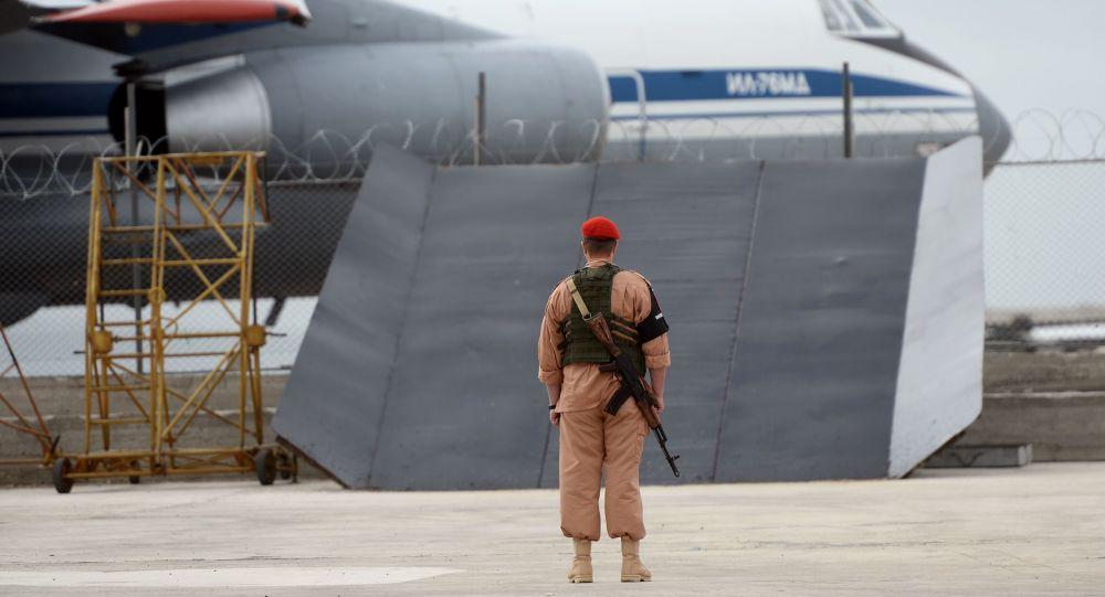 Ruský voják na základně Hmeimim