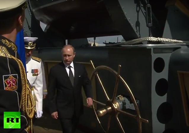Putin navštívil křižník Auroru