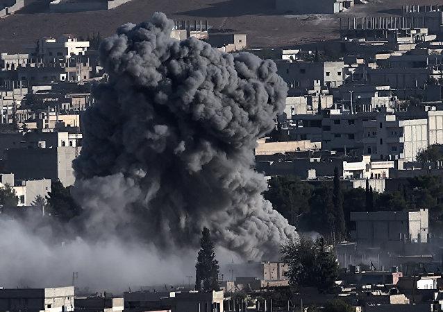 Letecký útok koalice v Sýrii. Ilustrační foto