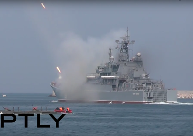 Vojenská přehlídka v Den ruského námořnictva v Sevastopolu