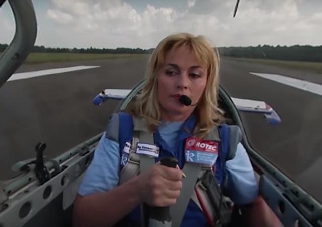 Video 360: let mistryně světa v letecké akrobacii Světlany Kapaninové