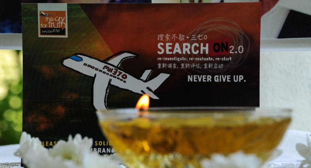 Svíce hoří na památku MH370