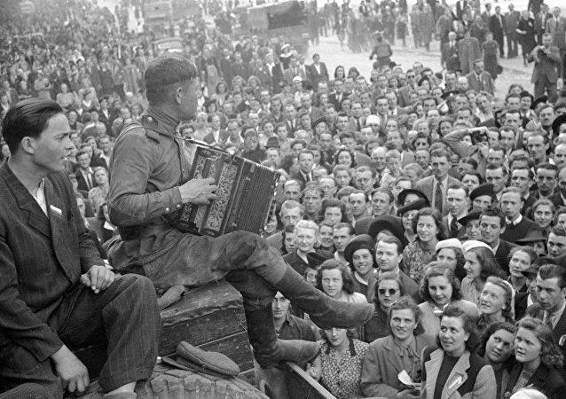 Praha vítá vojáky