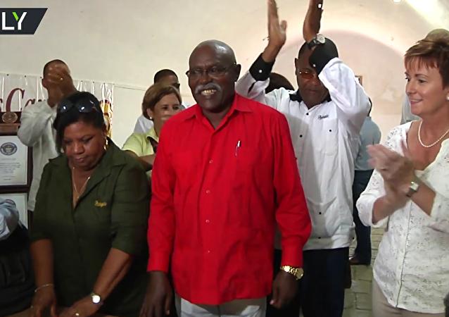 Na počest narozenin Fidela Castra stočili na Kubě 90metrový doutník. VIDEO