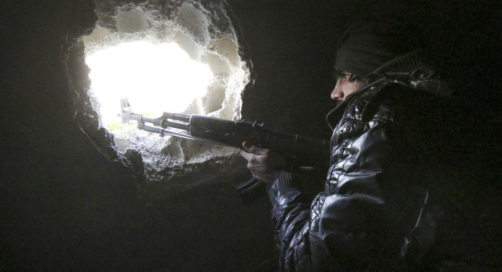 Příslušník syrské opozice na severozápadě Aleppa